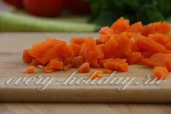 Салат Оливье с курицей и зеленым луком - рецепт с фотографиями - Patee. Рецепты