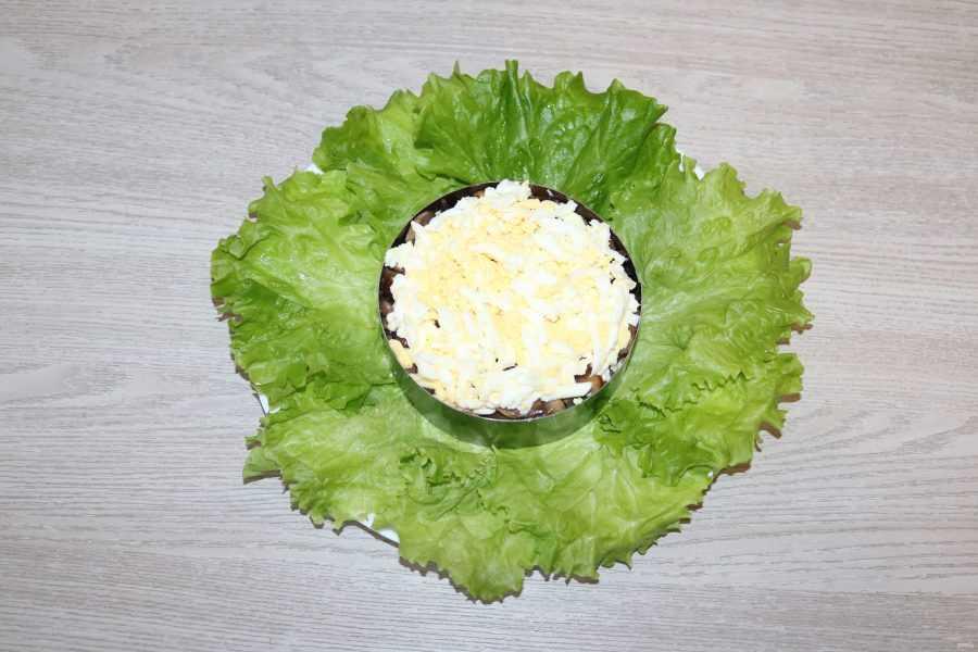 Салат с ананасами шампиньонами и курицей слоями рецепт с фото пошагово - 1000.menu