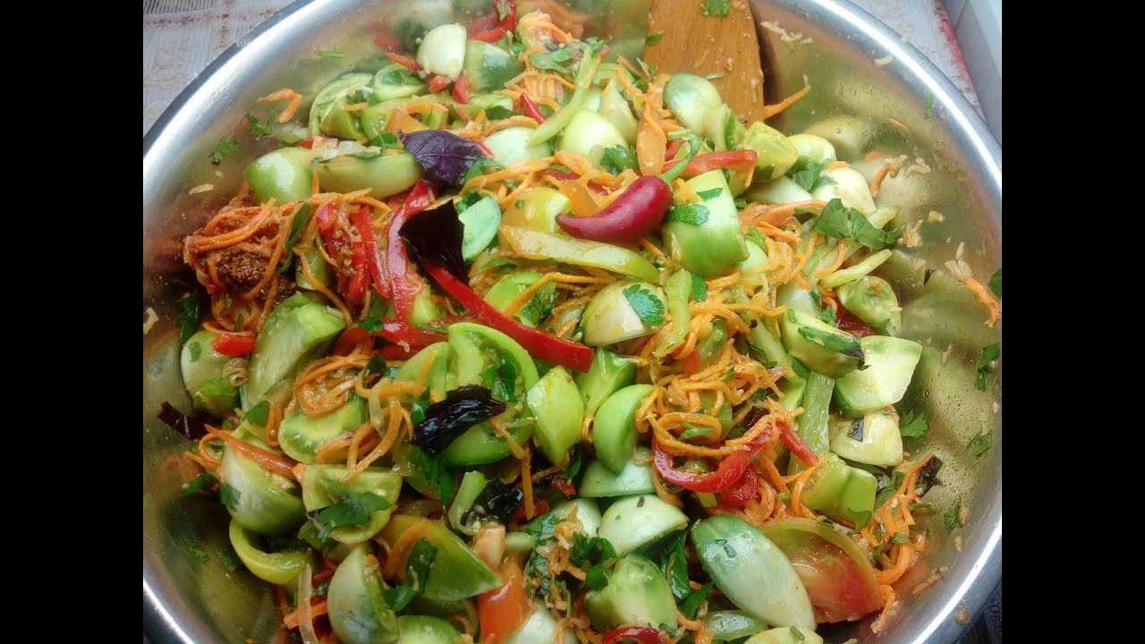 Салат из зеленых помидор - лучшие рецепты закуски на каждый день и на зиму