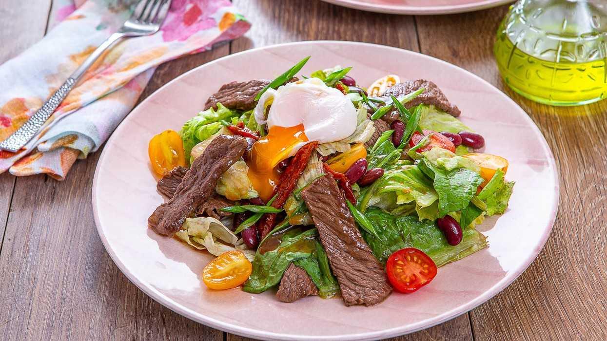Салат с вялеными помидорами и курицей рецепт с фото - 1000.menu