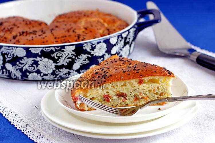 Пирог из слоеного теста с грибами и курицей