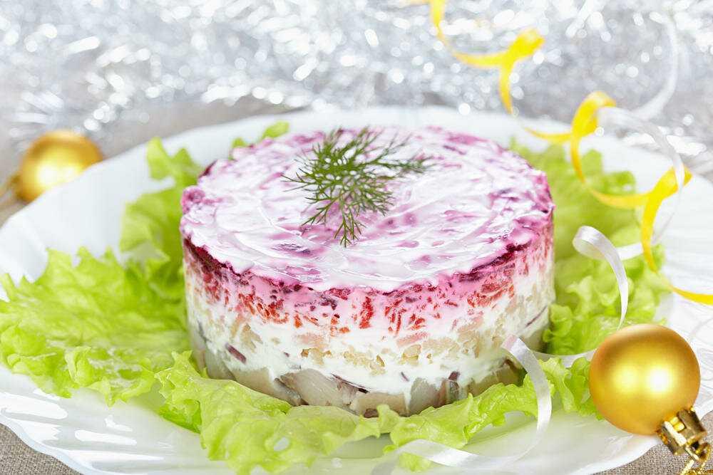 Салат слоеный царская шуба с семгой крабами и икрой рецепт с фото - 1000.menu