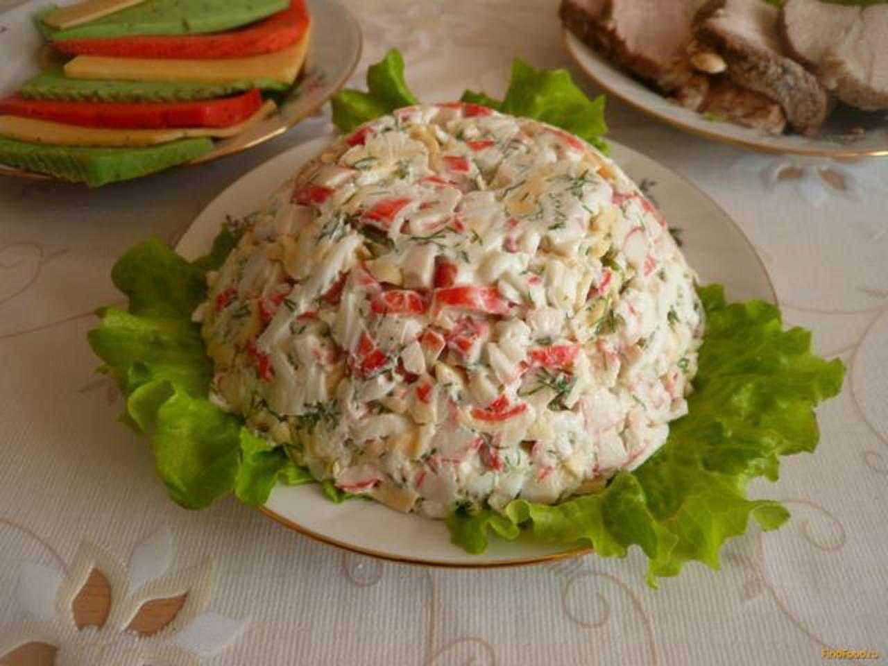 Салат с крабовыми палочками и рисом: 26 домашних вкусных рецептов