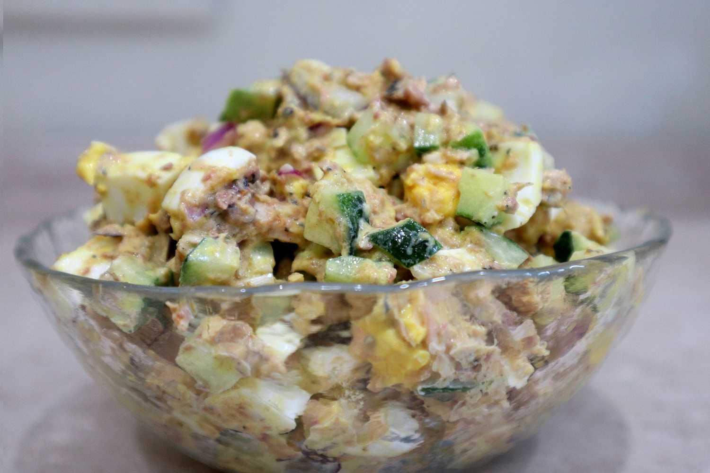Салат из рыбных консервов - 137 домашних вкусных рецептов приготовления