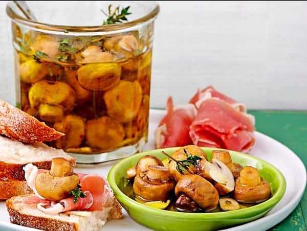 Как мариновать грузди: пошаговый рецепт с картинками, салат на зиму в домашних условиях, как правильно подавать, горячим способом, маринад на литр воды