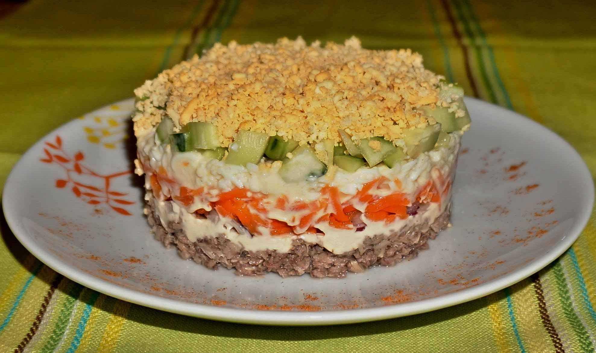 Салат с консервированным тунцом - 7 классических рецептов
