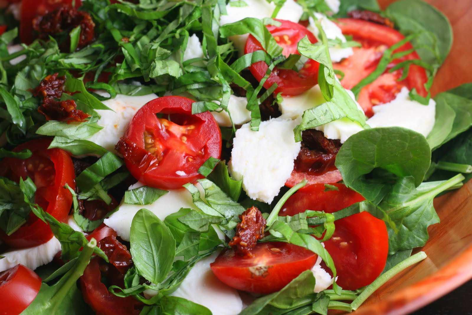 Как приготовить салат с помидорами, творогом и базиликом: поиск по ингредиентам, советы, отзывы, пошаговые фото, подсчет калорий, изменение порций, похожие рецепты