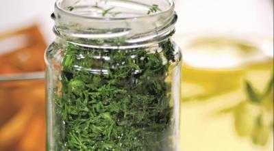 Как засолить зелень на зиму в банки, рецепты
