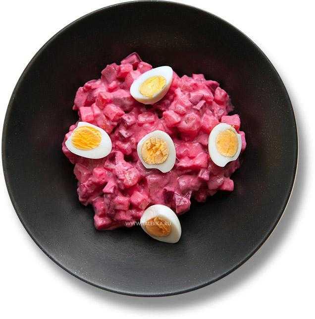 Пикантный салат рассоле с картофелем говядиной и сельдью
