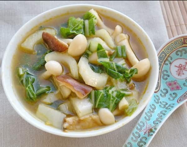Как сварить вкусный суп из шампиньонов с добавлением курицы