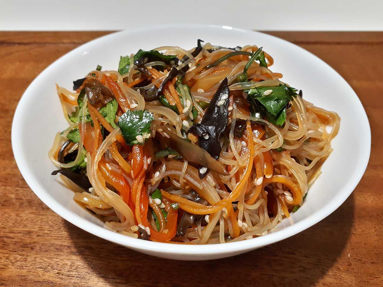 Быстрые и вкусные салаты на скорую руку: простые рецепты, фото, видео. салат из лапши быстрого приготовления, капусты, крабовый