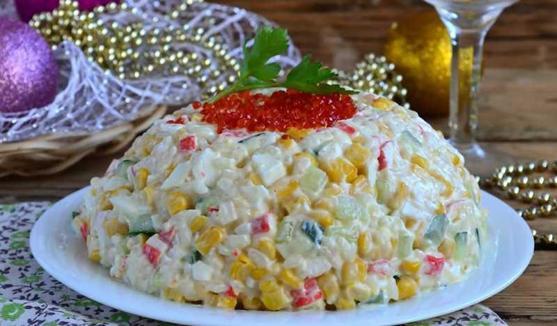 Крабовый салат с огурцом и кукурузой – 6 классических рецептов - советдня