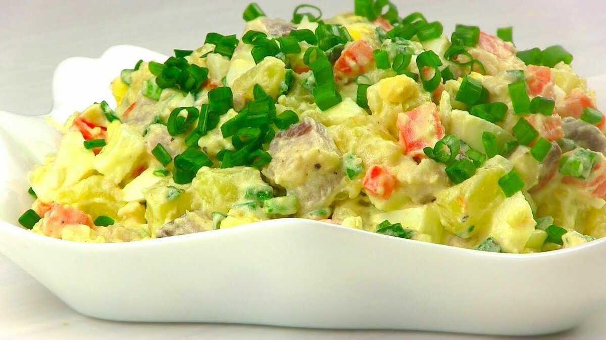 Салаты с селедкой — простые и вкусные рецепты закуски