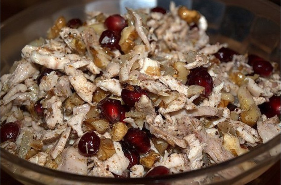 Салат с гранатами и грецкими орехами и курицей рецепт с фото пошагово - 1000.menu