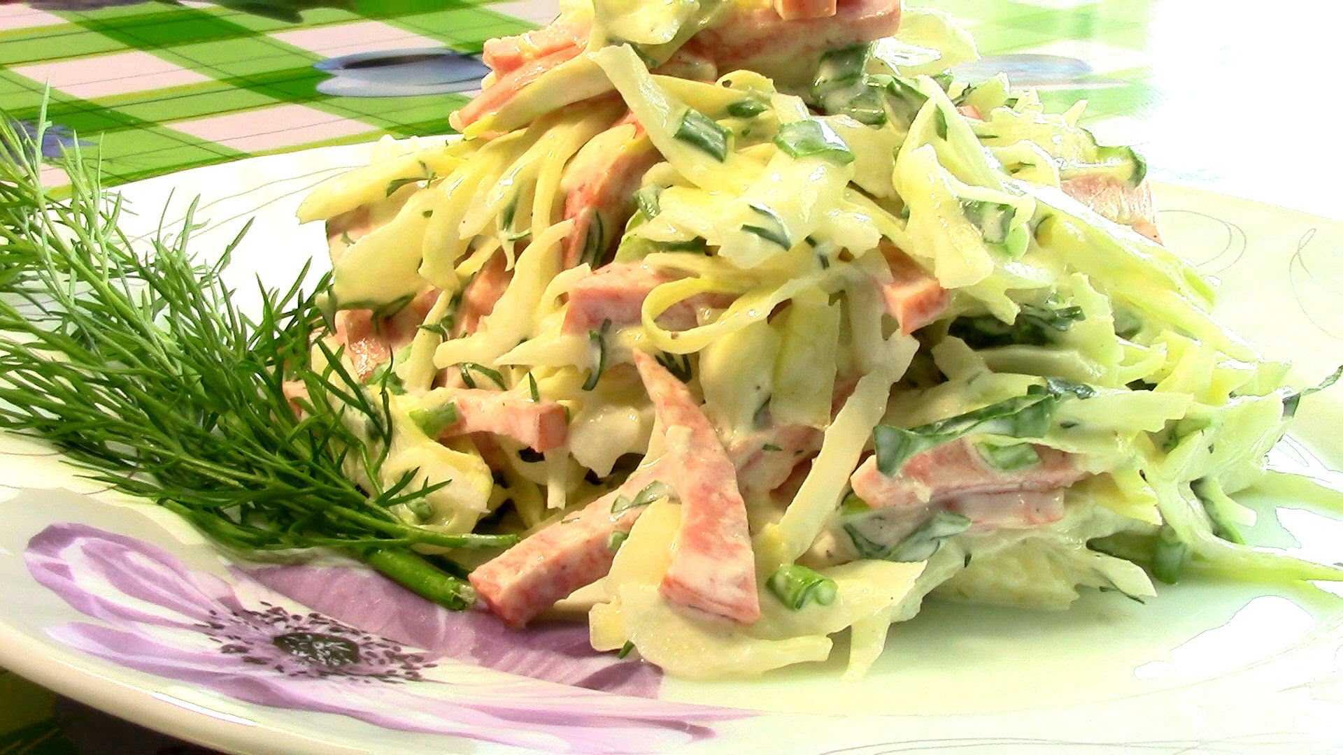 Салат с колбасой, сыром, огурцом и яйцами - 7 пошаговых фото в рецепте