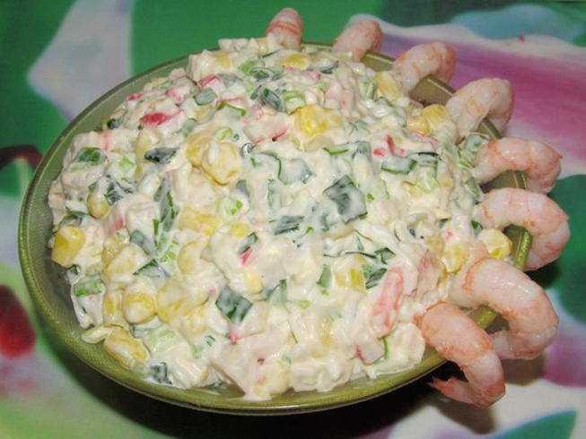 Салат с крабом натуральным – солидная закуска для гостей: рецепт с фото и видео