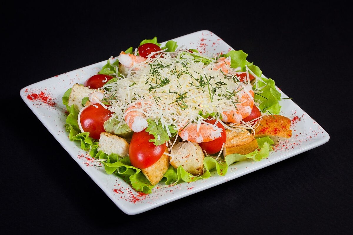 """Салат """"цезарь"""" с курицей, сухариками и помидорами - 8 пошаговых фото в рецепте"""