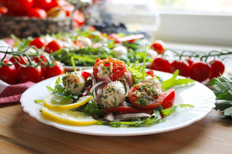 Моцарелла с помидорами – готовьте дома яркие, легкие и изысканные блюда итальянской кухни: рецепт с фото и видео