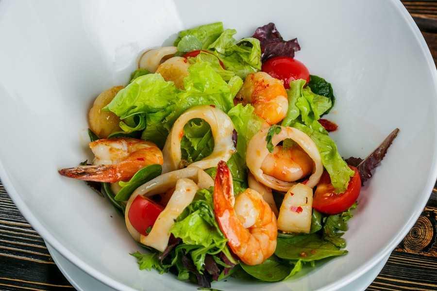 Готовим теплый салат из морепродуктов