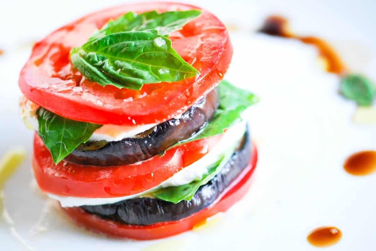 Салат с сыром моцарелла и помидорами черри рецепт с фото пошагово - 1000.menu