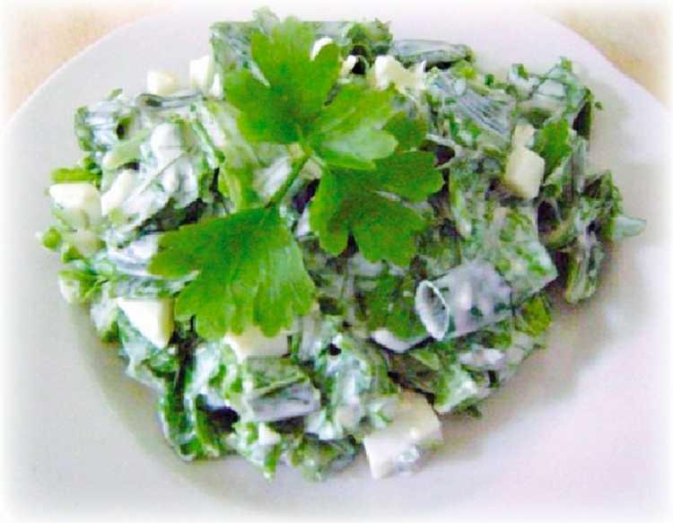 Салаты из крапивы, 22 рецепта / готовим.ру