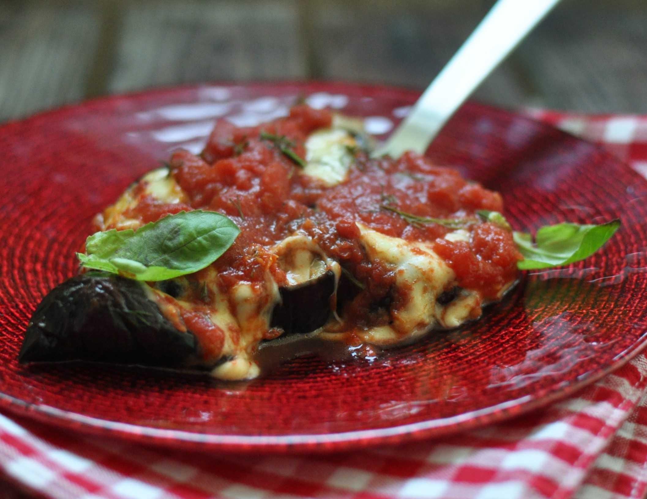 Закуска из запеченного баклажана помидора и моцареллы рецепт с фото пошагово и видео - 1000.menu