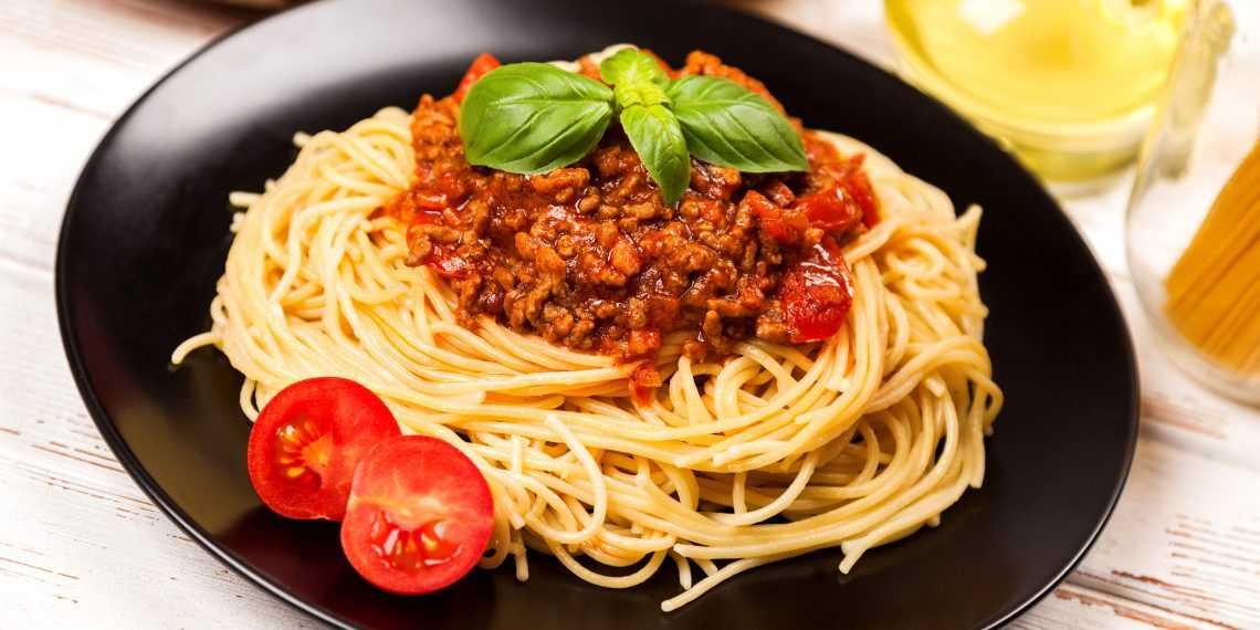 Паста из базилика на зиму: выбор ингредиентов, пошаговая инструкция, условия хранения. Способы применения пасты в первых блюдах, супах и салатах.