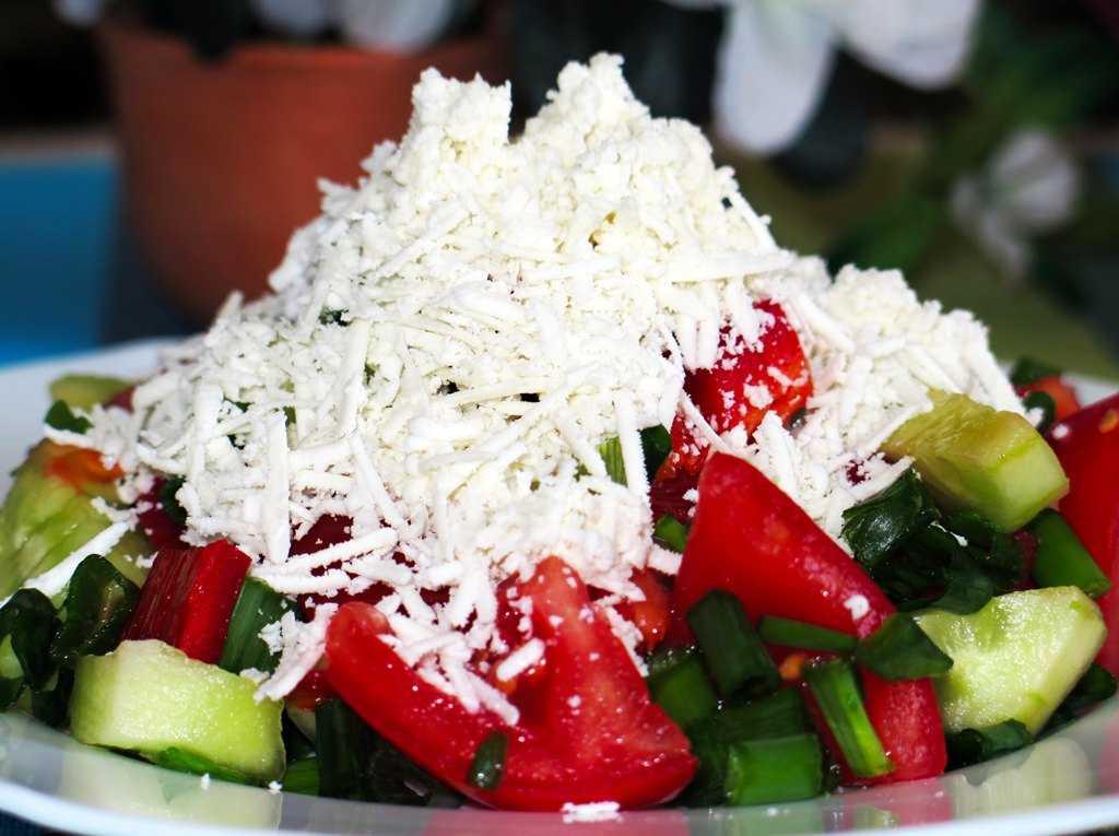 Салат из помидор с брынзой - 313 рецептов: салаты | foodini