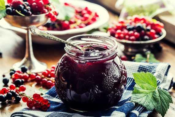 Компот из красной смородины-5 простых рецептов на зиму без стерилизации