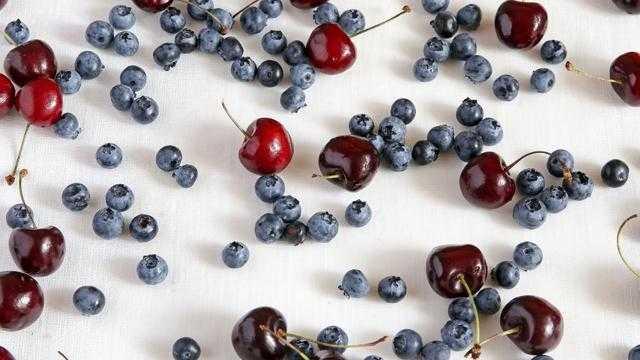 15 вкусных алко-рецептов из чернослива