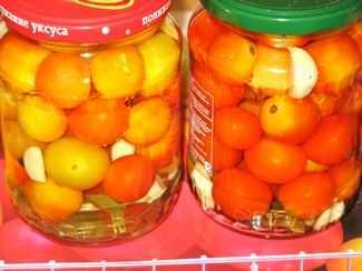 Маринованные помидоры с чесноком быстрого приготовления