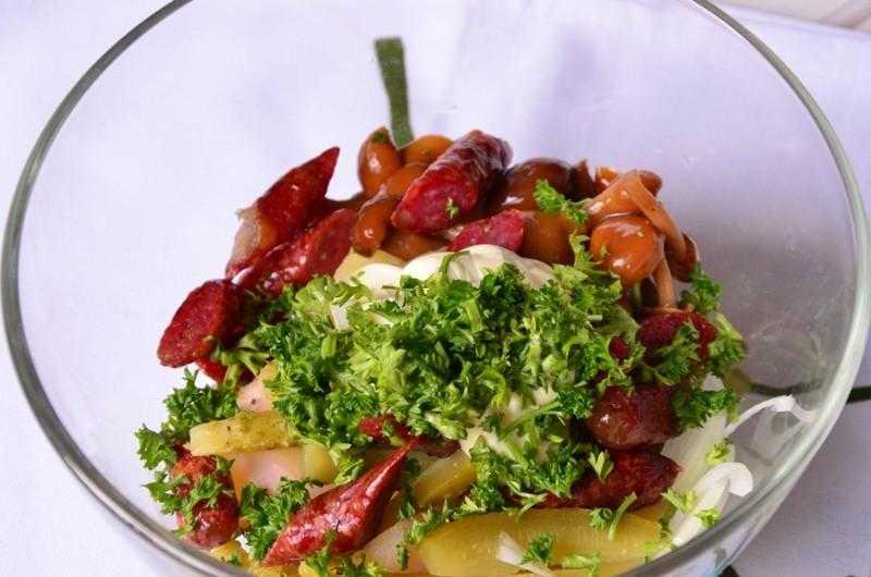 Салат из охотничьих колбасок