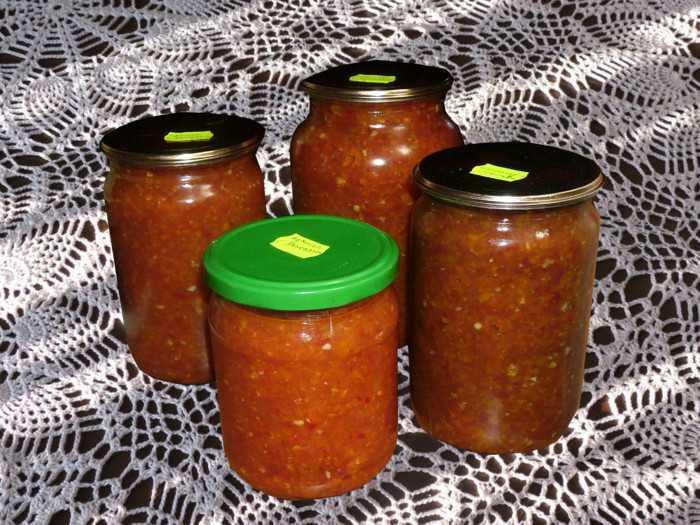Жгучая приправа «огонек» из помидор, чеснока и острого перца на зиму: 6 самых вкусных рецептов