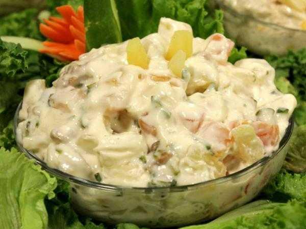 Салат с курицей, ананасом, сыром – 10 пошаговых рецептов
