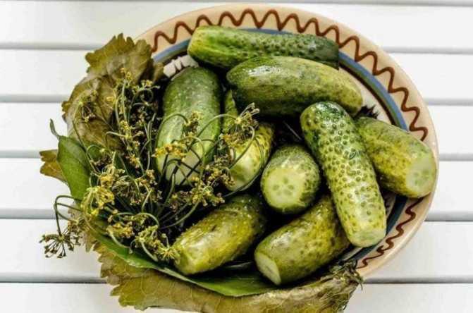 Огурцы маринованные с болгарским перцем на зиму: топ-5 рецептов заготовок