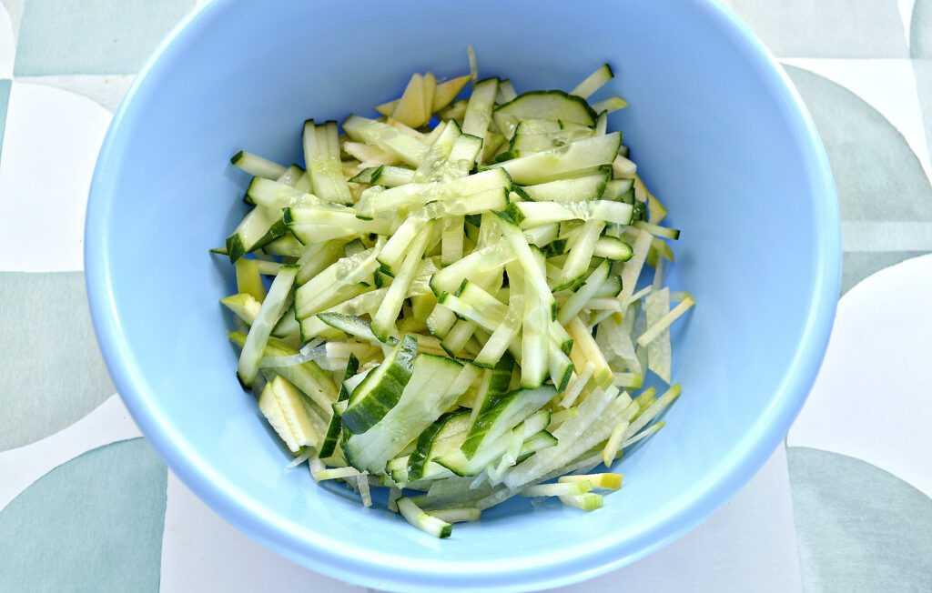 Антивирусный салат из зеленой редьки: 12 рецептов