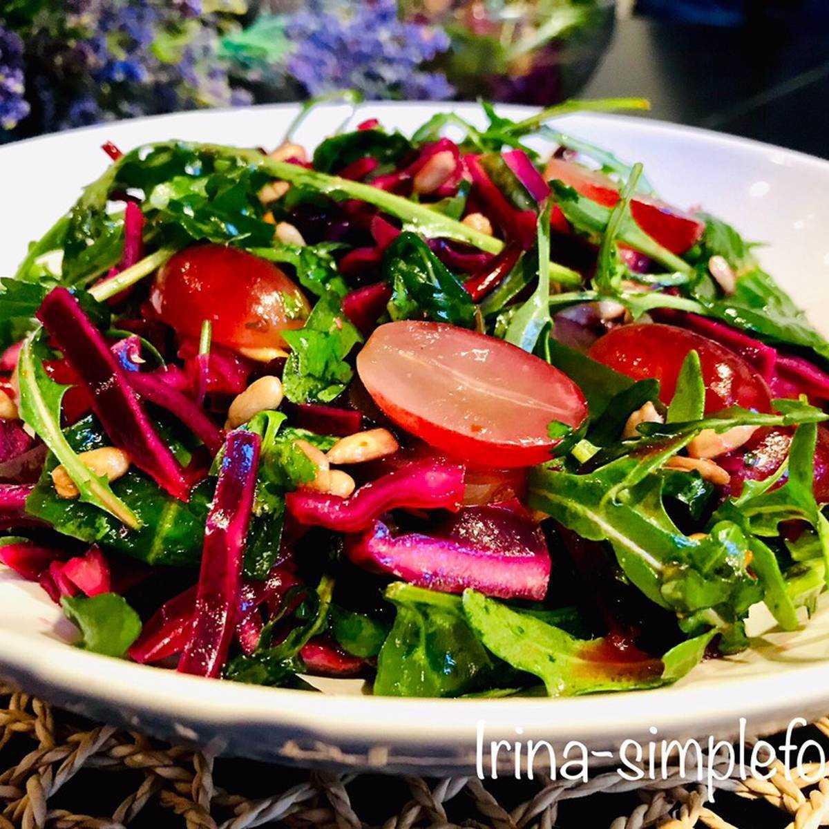 Салат из пекинской капусты с виноградом