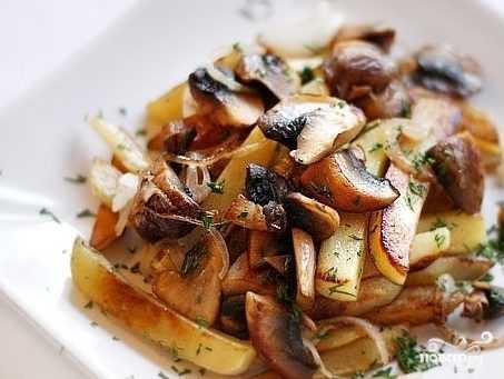Жареная картошка в мультиварке: хрустящая, ароматная. лучшие рецепты жареной картошки в мультиварке с луком, грибами, чесночком - автор екатерина данилова - журнал женское мнение