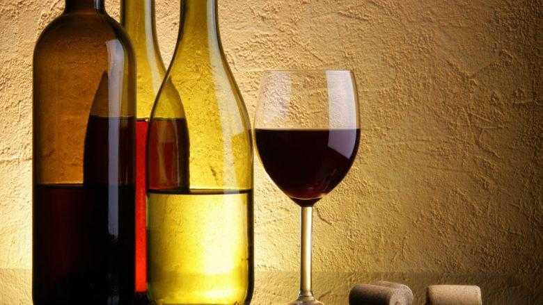 Сделать вино из забродившего варенья – это просто!