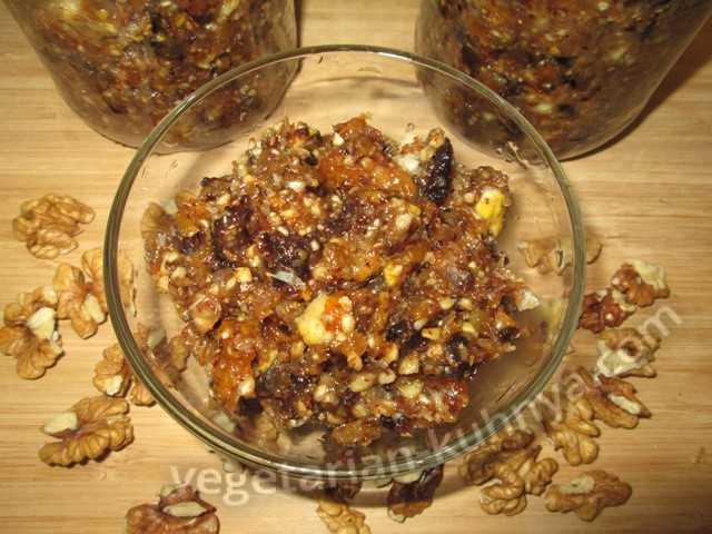 Мед, орехи, сухофрукты — 3 полезных рецепта смеси