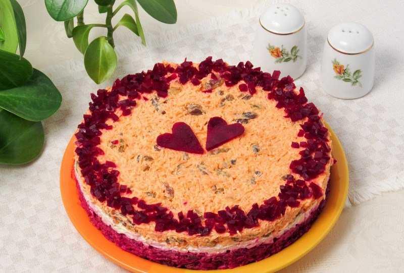 Салат любовница с мясом и орехами рецепт с фото - 1000.menu