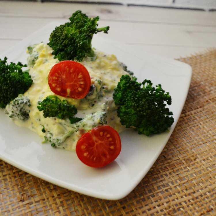 Салат с творогом помидорами и зеленью