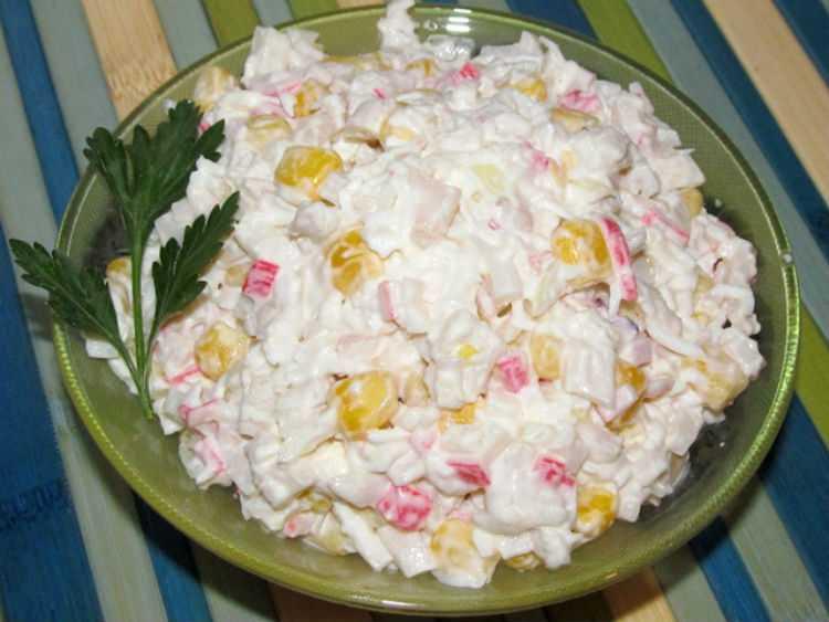 Крабовый салат с рисом - вкусный и не калорийный: рецепт с фото и видео