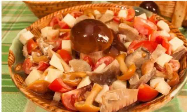 Салат рыжик с курицей и морковью. салат рыжик с морковью классический рецепт. с крабовыми палочками