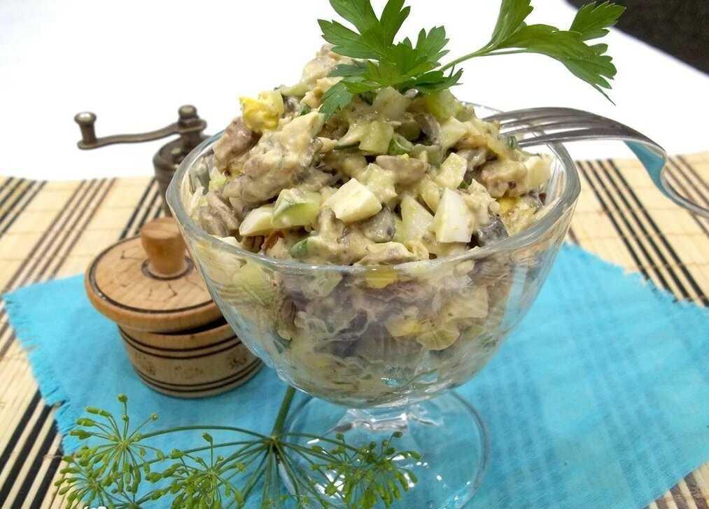 Салаты с курицей и грибами: 8 простых и очень вкусных рецептов
