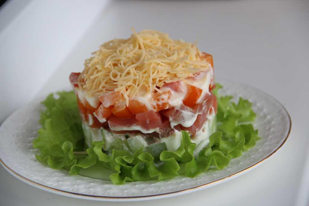 Как приготовить салат с форелью слабосоленой: поиск по ингредиентам, советы, отзывы, пошаговые фото, подсчет калорий, изменение порций, похожие рецепты