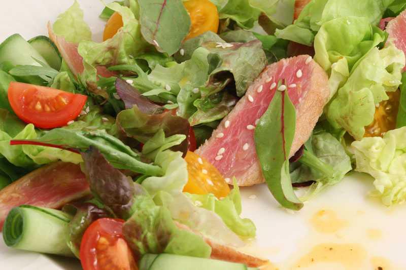 Салат с тунцом в лодочках из эндивия рецепт с фото - 1000.menu