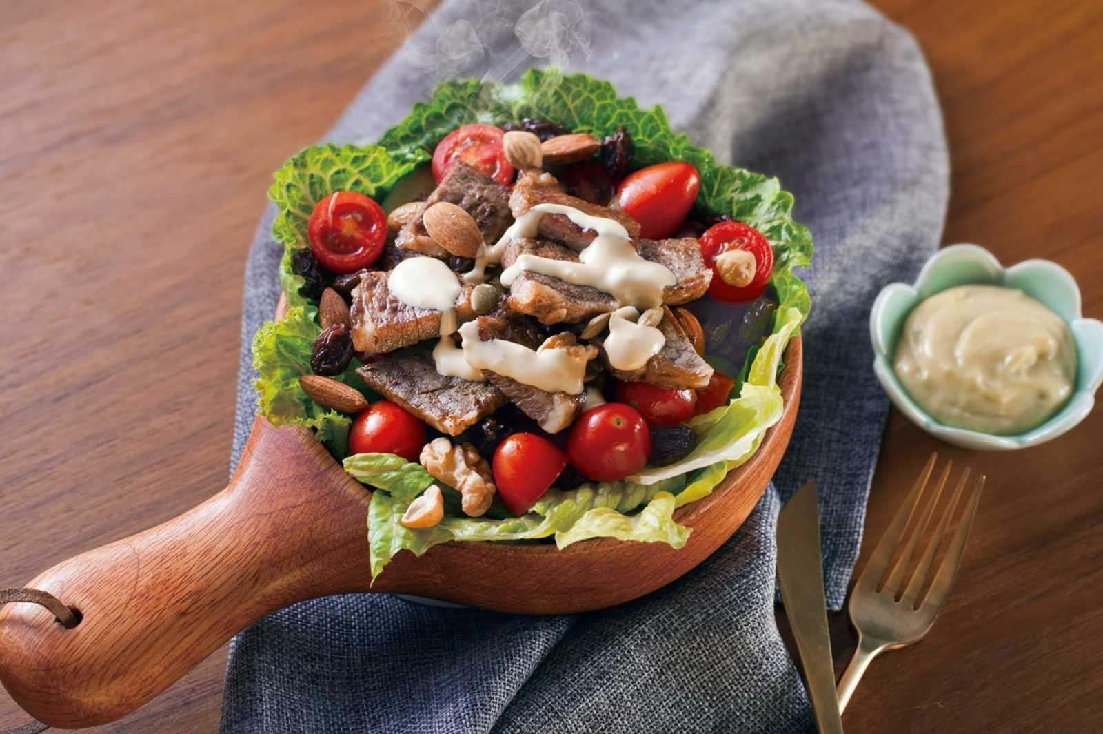 Салат из мяса криля и риса