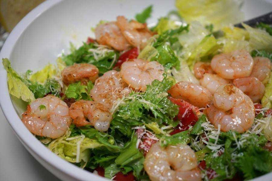 Классический салат цезарь с семгой