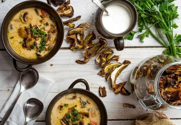 Крем суп из белых грибов